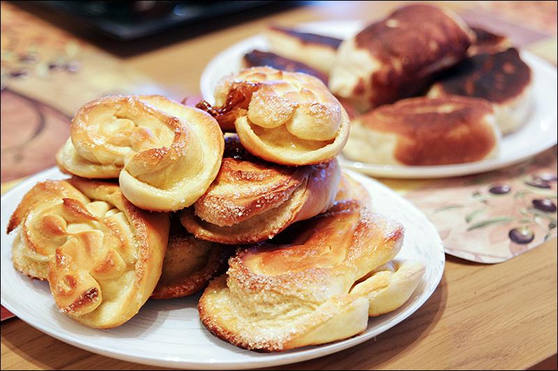 Плюшки и пирожки с щавелем