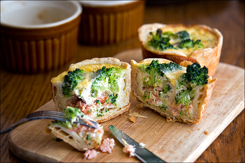 Киш с лососем и брокколи