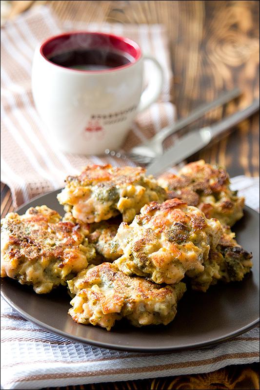 Оладьи из брокколи и семги