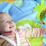 Осьминожек - любимая игрушка. Кате 2 месяца.