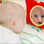 Игра с кривыми зеркалами. Кате 3 месяца.