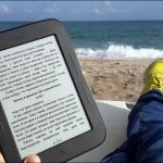 Валяться с книжкой у моря.. Что может быть лучше?
