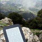 На вершине Dikeos. Всегда есть время для чтения :)