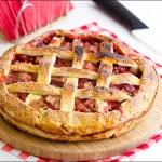 Рубленный пирог с клубникой и ревенем