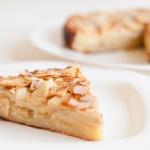 Яблочный пирог с яично-медовой заливкой