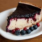 Творожный пирог с черникой и брусникой