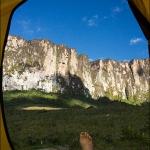 Вид на стену Рораймы из базового лагеря
